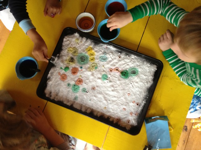 painting with vinegar on bakng soda