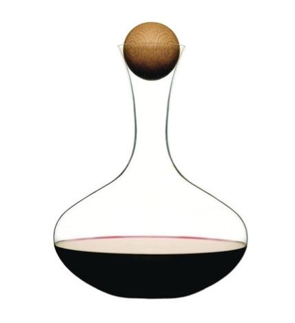 A truly elegant wine carafe by Sagaform.